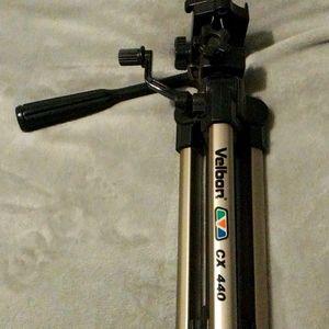 Tripod stand model velbon CX 440